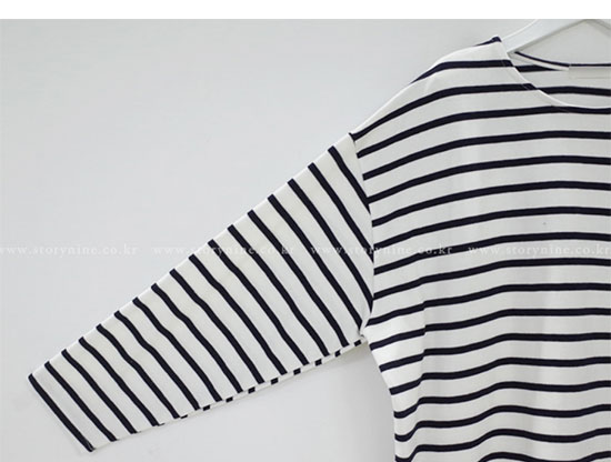 ストーリーナインの休日コーデ・ボーダーTシャツ画像1